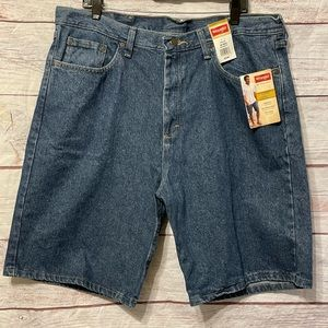 NWT Wrangler Relaxed Fit Denim Shorts